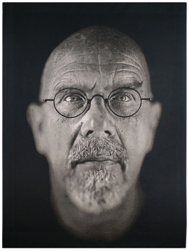 chuck-close-self-portrait-2009.jpg (908×1200)