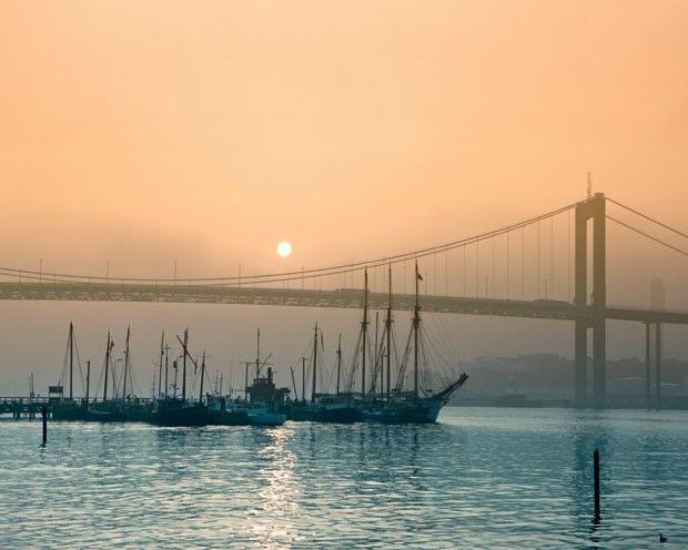 The Älvsborg bridge, Gothenburg, Sweden   Photo: Filippo Bamberghi