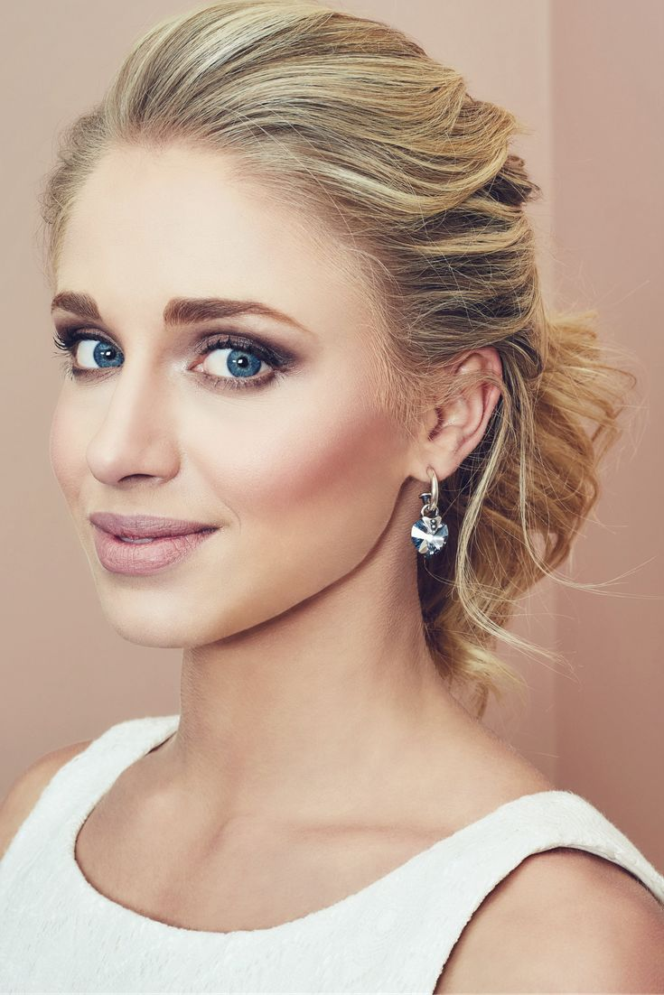 Wear your Obsession Pretty Woman Earrings with everything from sleek tailoring to party dresses.