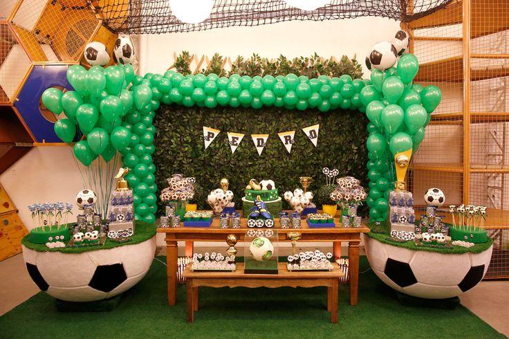 Decoração de festa infantil com tema Futebol - Pedro Gissoni - 7 anos