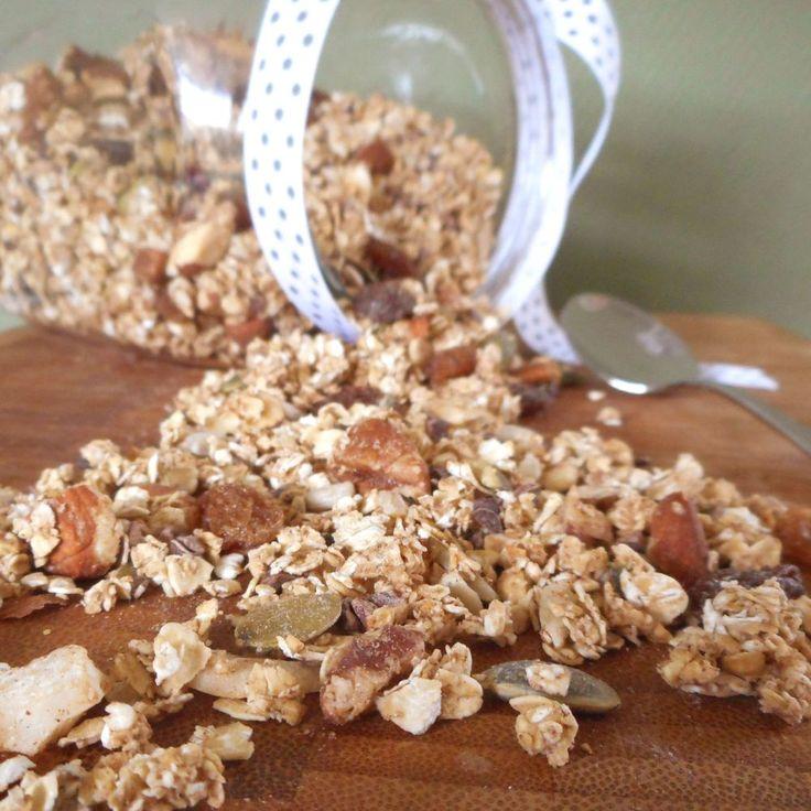 Granola / cruesli. Dit is zó simpel om te maken, veel gezonder dan cruesli uit de winkel én veel lekkerder! - Het keukentje van Syts