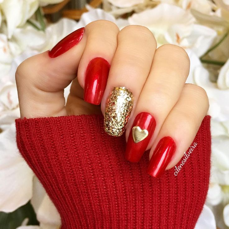 "«❣❣Red for Valentine's Day❣❣❤️❤️ Vermelho para o dia dos namorados!❣ I used ""Danke-shiny red"" by #opi and the gold is called ""Rock at the top"" by #essie…»"