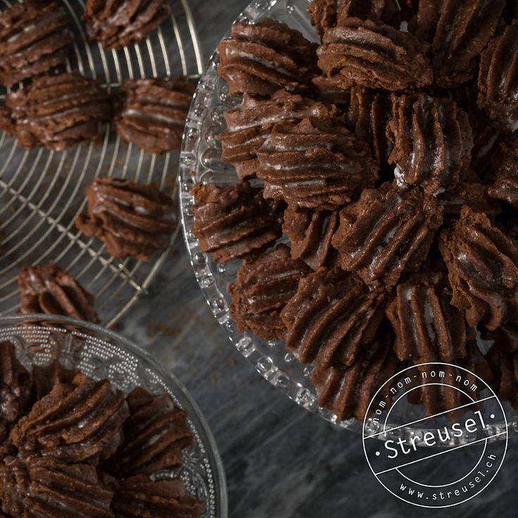 Rezept für Bärentatzen – die Schweizer Schokoladenkekse, die mit diesem Rezept noch besser schmecken als vom Migros. Abgucken bei einer Bäckerin/Konditorin.