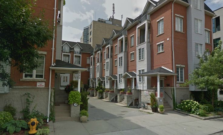 150 George St   Britain's Gate Residences   Home to 12 townhomes that range in size from 1880 sq ft to 2080 sq ft, each of which multi level units with street level access and private garages. Situated in between Moss Park and Old Town Toronto #Toronto #Townhomes