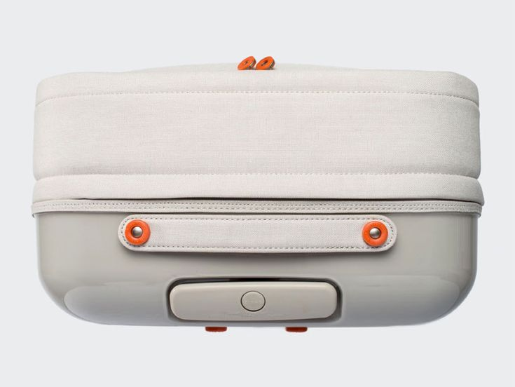 zixag carry-on bag: contrast between the mix of both soft and hard materials used in the construction of the bag