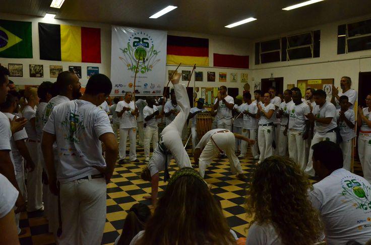 """Participação de mulheres e homens europeus, evento de capoeira """"Porto de Minas"""", BH, 06 set 2015."""