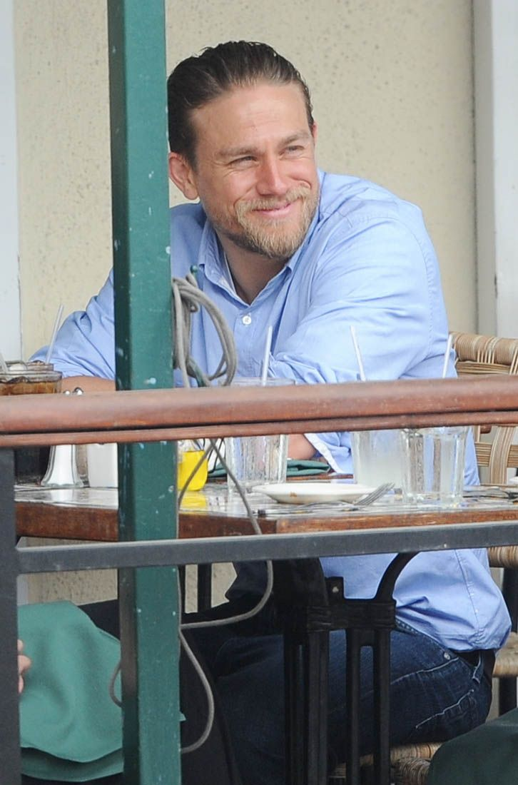 Charlie hunnam hit the gym and has lunch in la charlie