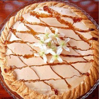 É da un pò che volevo postarvi questa crostata; visto che domenica prossima è la festa della mamma ho pensato che potesse essere una bella idea, è buona, facile e si può fare con largo anticipo ( anzi è consigliabile ); io la faccio di solito quando mi avanza del pan di spagna, biscot…