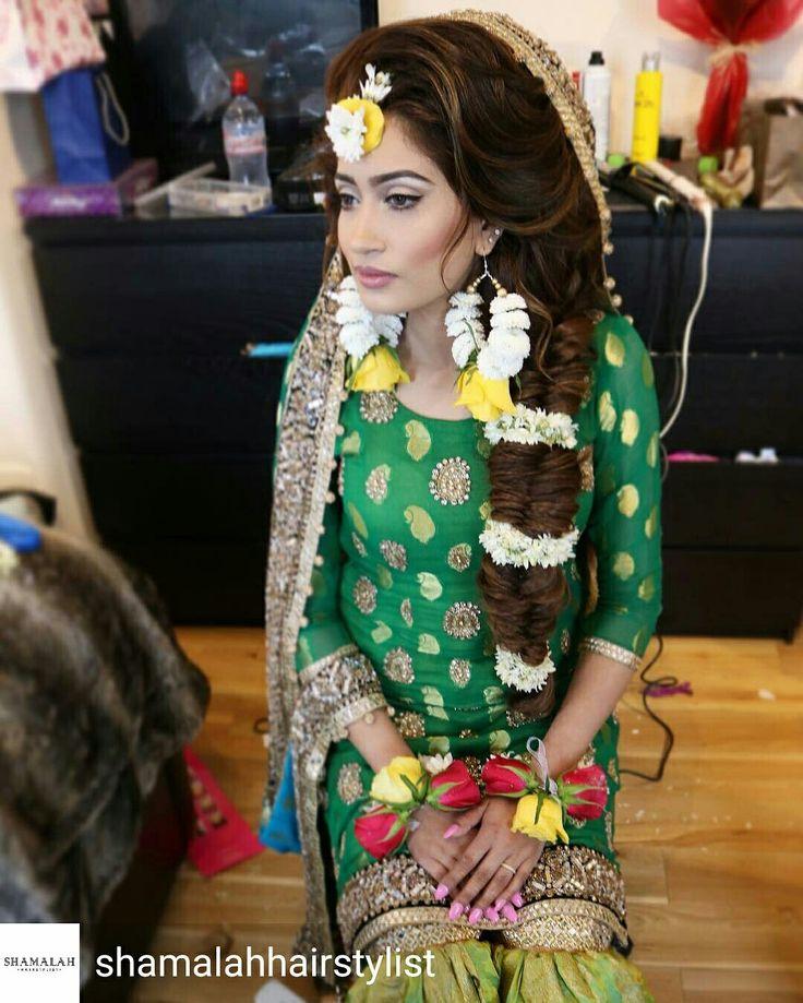 Fresh flower jewellery by Bridal Flower Jewellery www.bridalflowerjewellery.com #bridalflowerjewellery #flowerjewellery #floraljewellery #mehndi #mehndijewellery #mehndiflowers #freshflowers #mehndi