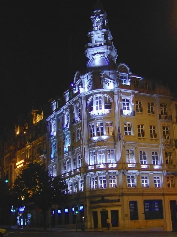 Porto by night - Porto  More @ www.facebook.com/oportocity