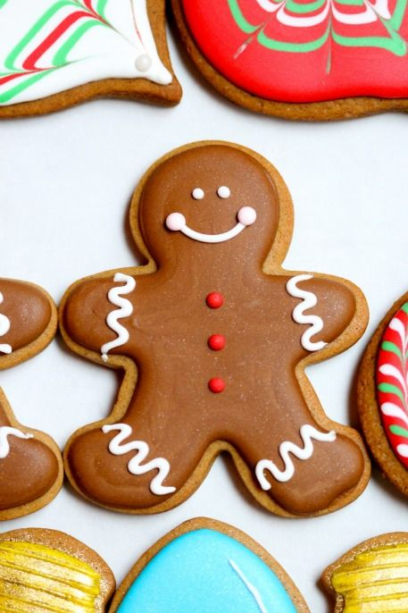 Gingerbread Boy Idea: Although the idea is for a sugar cookie, it could be done straight onto a gingerbread cookie.
