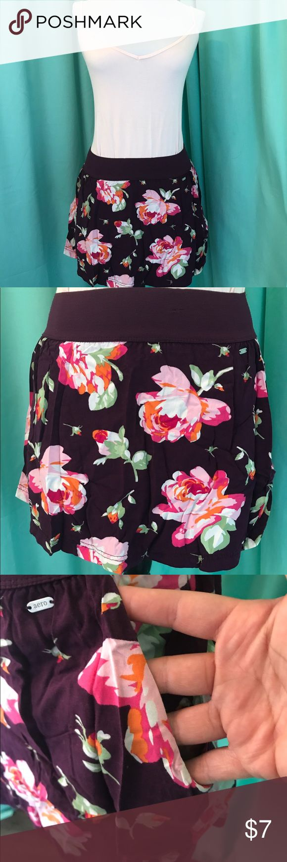 Aeropostale floral mini skirt Size SP. Brand Aeropostale. Attractive floral print skirt with pockets. Stretchy, elastic waistband. Light breathable material. (Cami Top is not included)*4th picture has fuzzies along waistline, this was done by manufacturer during stitching process* Aeropostale Skirts Mini
