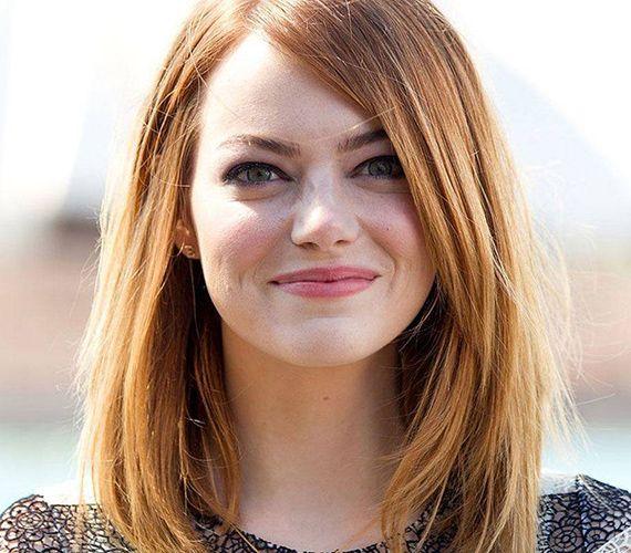Az Emma Stone-féle vállig érő, egyenes haj egy kis aszimmetriával bolondítva remek választás.