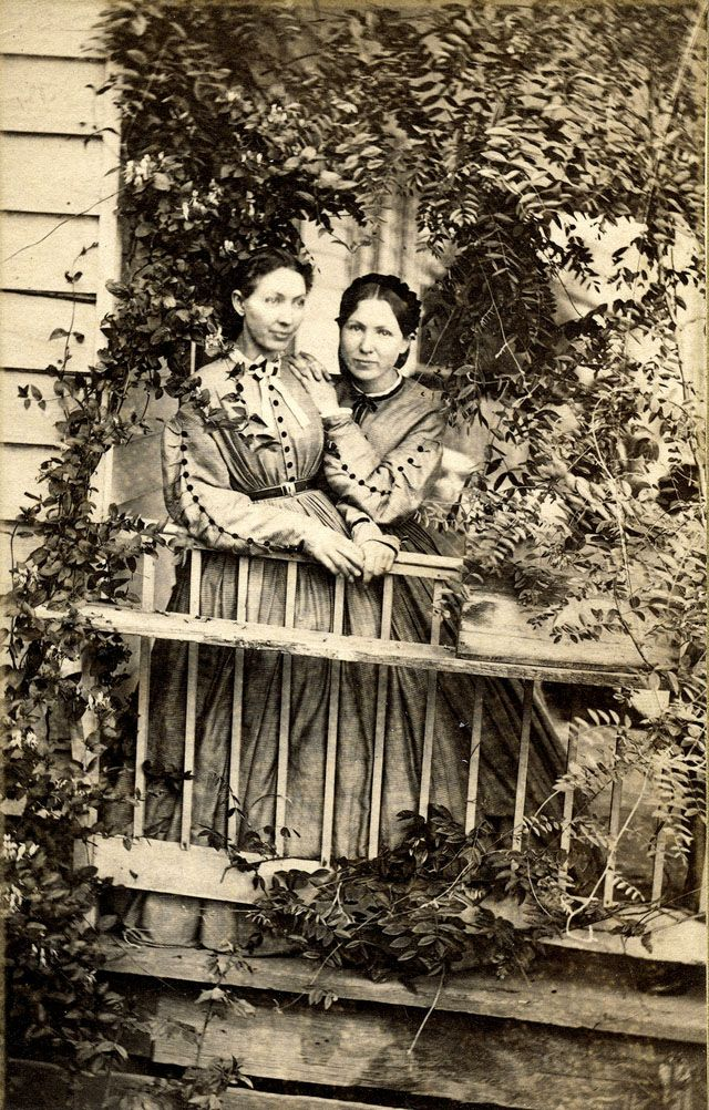 Women (twins) on an ivy-covered porch, Cannelton, Indiana (n.d.).  via MyModernMet