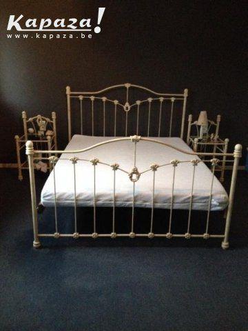 Smeedijzeren tweepersoonsbed + 2 nachtkastjes, Slaapkamers en bedden, Tremelo | Kapaza.be