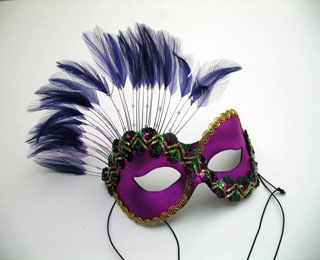 If I had to choose a mask to wear to a masquerade, this would be it! ♥