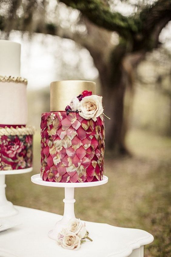 Marsala and gold wedding cake / http://www.deerpearlflowers.com/burgundy-and-gold-wedding-ideas/