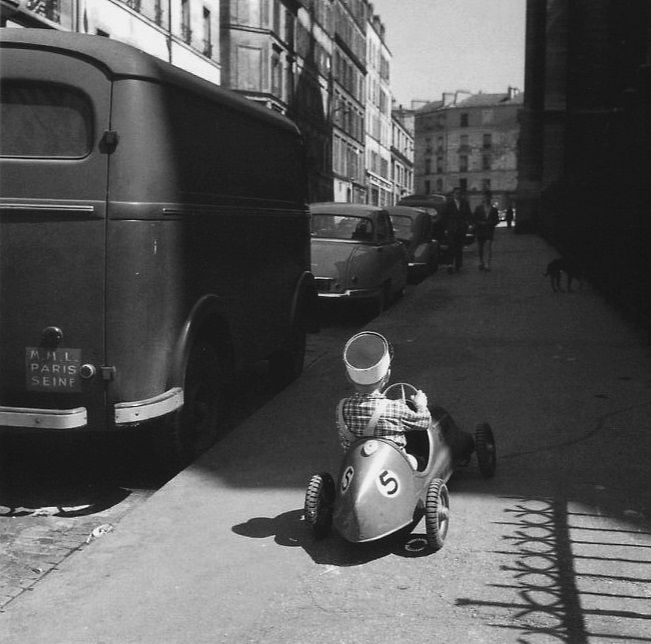 La course automobile by Robert Doisneau