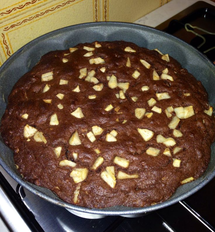 Torta al cacao, mele e noci