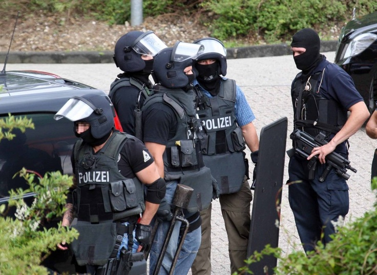 members of one of germanys police special units sek mek