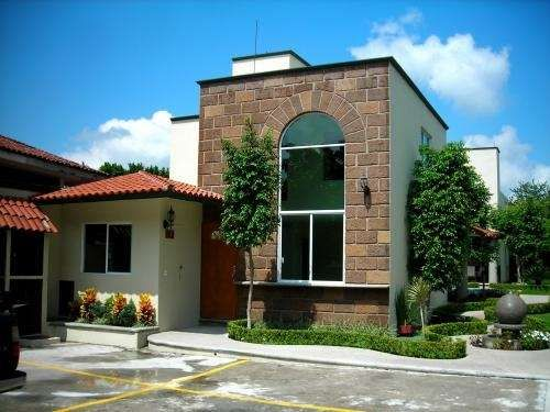 17 best images about fachadas on pinterest pocket doors for Casas con fachadas bonitas