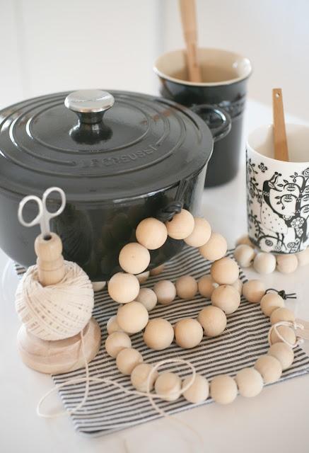 ♥ DIY coastersDiy Coasters, Crafts Ideas, Interiors Style, The Kitchen, Diy Furniture, D I I, Christmas Ideas, Wooden Beads, Crafts Repurposing Materials