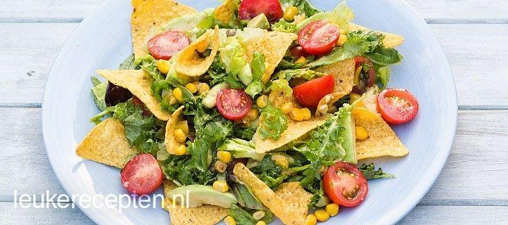 Probeer eens deze Mexicaanse salade met tortilla chips, mais, tomaatjes en een heerlijke frisse dressing