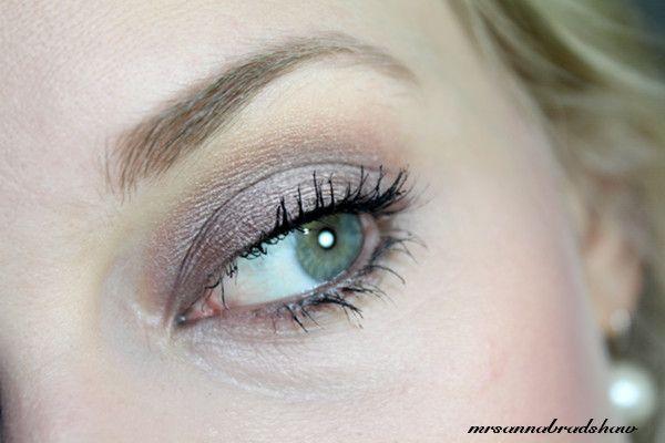 mrsannabradshaw: MAC Eyeshadow - Satin Taupe