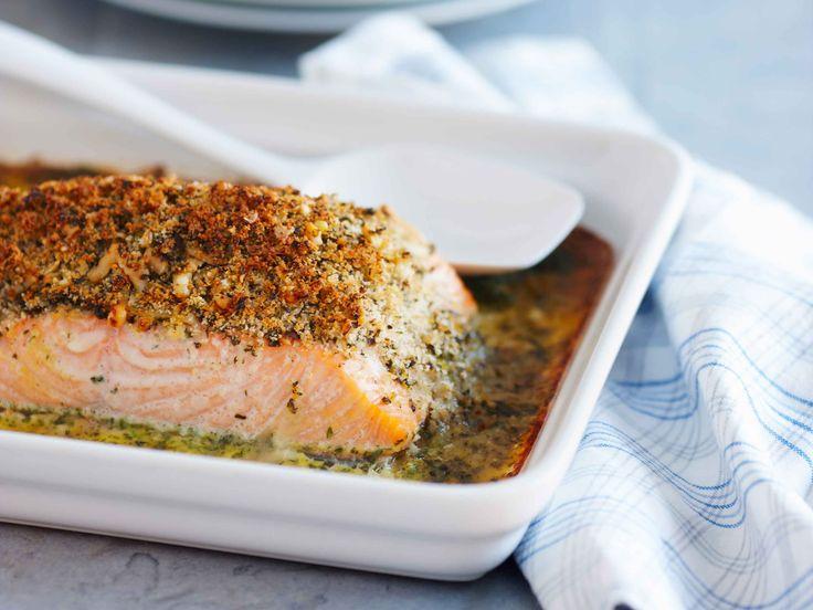 Lax i ugn med krispigt örttäcke och potatismos   Recept från Köket.se