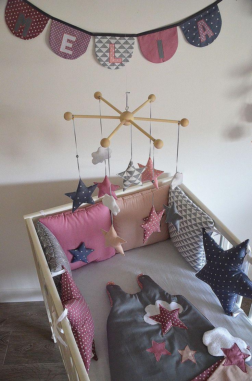"""Tour de lit bébé 'La tête dans les étoiles' - coloris """"GraphiK Néo roses Géo gris"""" : Linge de lit enfants par shanouk"""