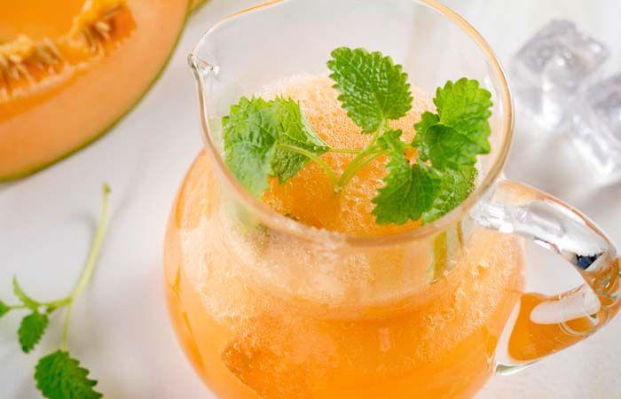 Limonade mit Zuckermelone und Zitronenmelisse
