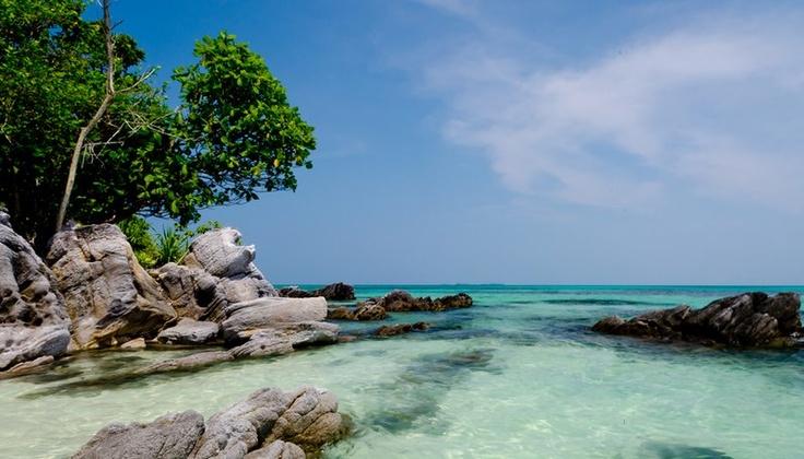 Karimunjawa terdiri atas 27 pulau. Lima pulau dihuni oleh penduduk, sementara sisanya adalah pulau-pulau perawan nan jelita yang tak berpenghuni.