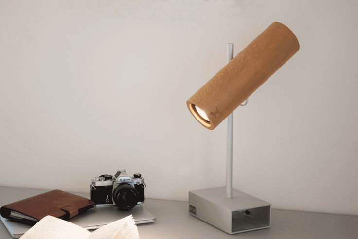 Monocolo M. Table lamp. Made in Italy with cedar wood and aluminium. #design #madeinitaly #monocolo #tablelamp