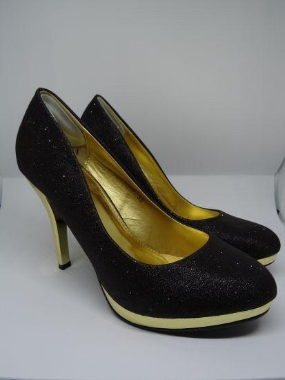 Mein Pumps mit goldener Sohle Gr. 38 von . Größe 38 für 10,00 €. Schau es dir an: http://www.kleiderkreisel.de/damenschuhe/high-heels-and-pumps/162557183-pumps-mit-goldener-sohle-gr-38.