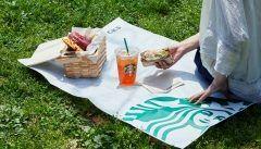 今スタバで対象サンドイッチとお好きなビバレッジを買うとビクニックシート1枚がもらえるよ 対象サンドイッチ はバジルチキンサンドイッチアボカドシュリンプ & モッツァレラサンドイッチエッグサンドイッチクラブハウスサンドイッチハニーハム&チェダーチーズサンドイッチビバレッジは全種が対象 お店でゆったりするのもいいけど天気が良い日はピクニックするのもいいね()v