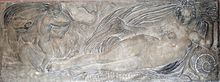 """Jean Goujon: Nymphe et un petit génie sur un cheval marin, Bas-relief au Louvre. - Ses oeuvres les plus connues exécutées selon """"les dessins de Pierre Lescot seigneur de Clagny"""", sont: Les bas reliefs du jubé de St Germain l'Auxerrois de 1544 à Noël 1545 (détruit en 1750). - Les nymphes de la Fontaine des Innocents 1547 à 1549. -  Les Cariatides (15550-1) de la plateforme des musiciens au Louvre dans la salle homonyme. - Les Allégories sur la façade du Louvre (1549-55) dans la Cour Carrée. -"""