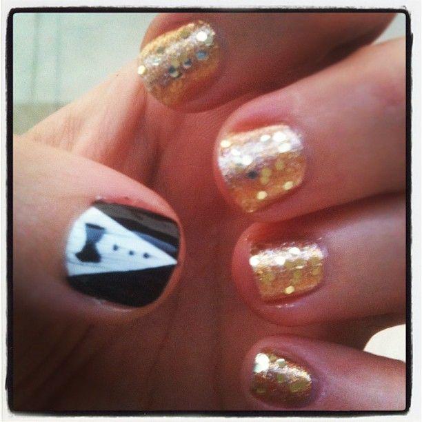 The ceremony may be tomorrow, but my thumb has already won 4 Oscars.: Gold Colors, Wedding, Photo