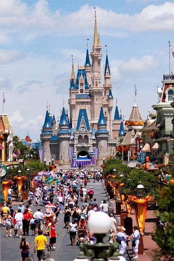 Learn How to Avoid the Crowds. No one is saying don't go to Disney World. Just don't go when everyone else is, says travel expert Peter Greenberg. Historically, the busiest days for the Magic Kingdom are Monday, Thursday and Saturday. Epcot peaks on Tuesday and Friday; Hollywood Studios on Sunday and Wednesday; and the Animal Kingdom on Monday, Tuesday and Wednesday. Translation: Start your week on Tuesday at the Magic Kingdom, followed by Epcot, then Hollywood Studios and end your trip on…