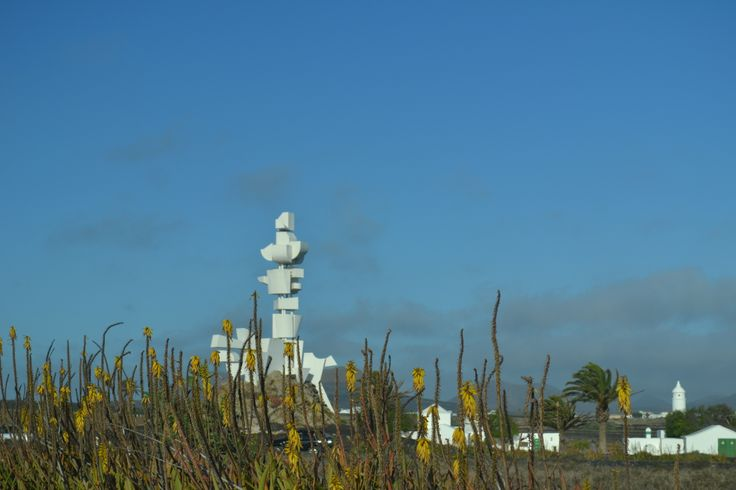 Warm, sunny and very little wind again for Lanzarote today. There is a pre alert for tomorrow with a yellow status for temperatures reaching 34 ºC, for today the top temperature forcast is 27 degrees. Wind 0-20 km/h variable direction from south east to north west.  Image: Monumento al Campesino Published: 13th May 2014