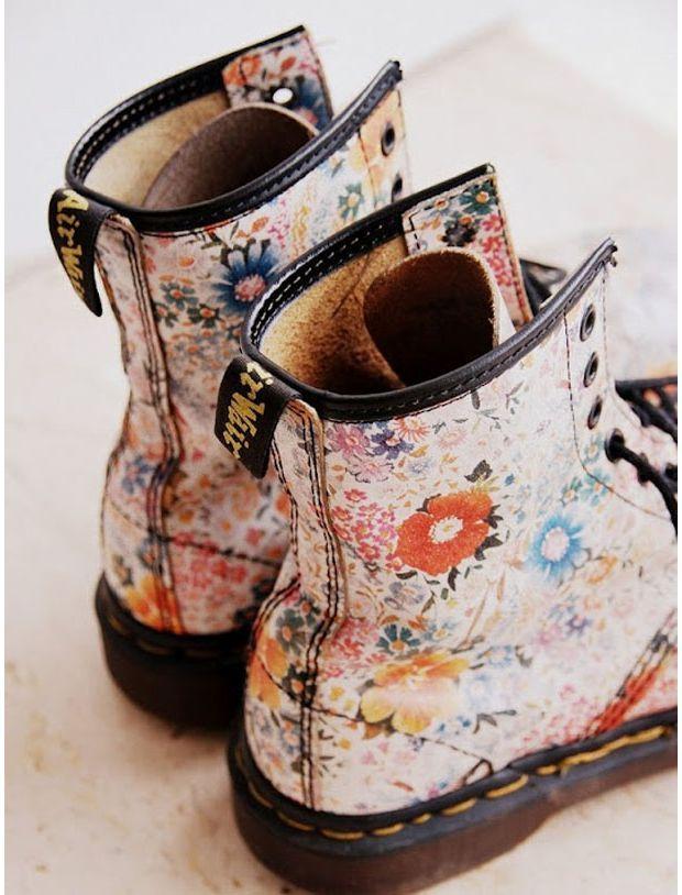 Dr. #Martens fleuries / Floral Dr. Martens i have this ones i had