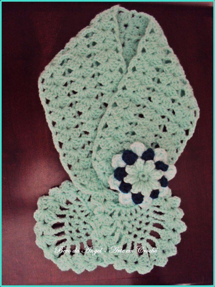 Cachecóis e golinhas feitas em lã acrílica ou lã mista em va´rios padrões e cores de sua preferencia. Rosas e adereços como broches são cobrados a parte de acordo com a solicitação