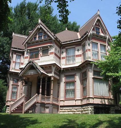 OldHouses.com - 1891 Victorian: Eastlake - Historic Mississippi River town home in Louisiana, Missouri