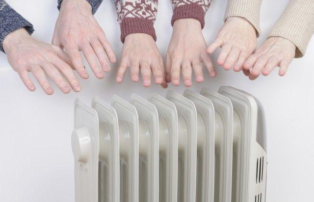 La sonda di temperatura esterna si collega direttamente all'elettronica della caldaia e ha lo scopo di diminuire automaticamente la temperatura di mandata dell'acqua dell'impianto di riscaldamento, in proporzione all'aumento della temperatura esterna.