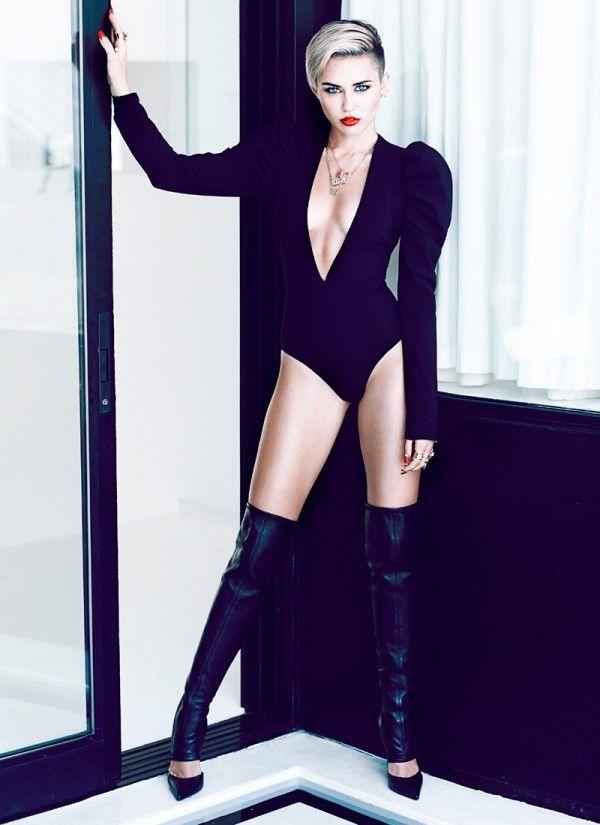 Miley cyrus posing sexy