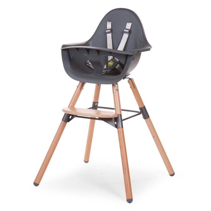 Natalys a sélectionne laChaise Haute EVOLU 2, une chaise 3 en 1, qui s'ajuste à 3 hauteurs de table. Design sobre et moderne, la chaise haute est grise avec les pieds en bois. Lachaise EVOLU 2 est réglable. Elle dispose de 3 hauteurs. 1. Lachaise EVOLU 2 est unechaise basse(hauteur 50 cm), idéale pour une table d'enfant 2. Lachaise EVOLU 2devient unechaise haute (hauteur 75 cm), prévue pour une table standard. 3.Enfin, pour les parents qui possèdent une cuisine moderne et g...