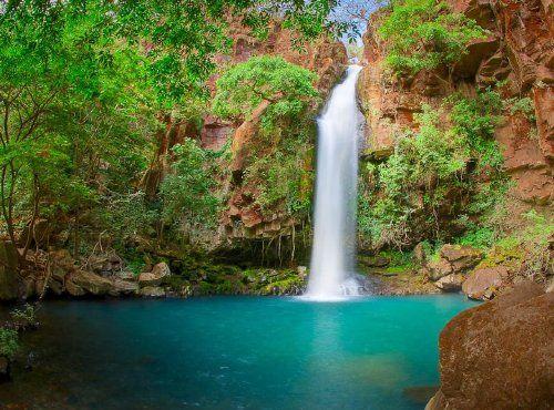 Se trata de una cascada. Es en Guanacaste Costa Rica . Es un gran lugar para…