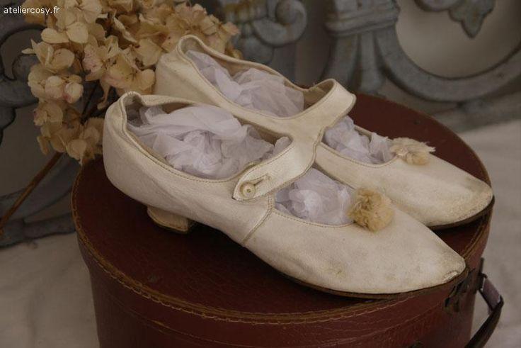 Anciennes chaussures de mari e en cuir style shabby chic brocante de charme atelier - Decoratie de charme chic ...