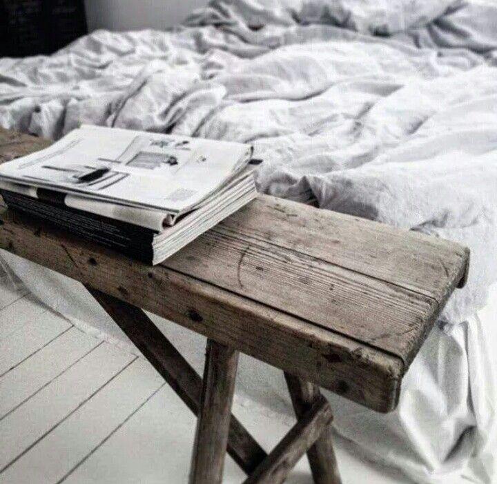 Prachtig houten bankje voor in de slaapkamer.