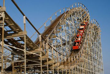 Foto: Old wooden rollercoaster at an amusement park