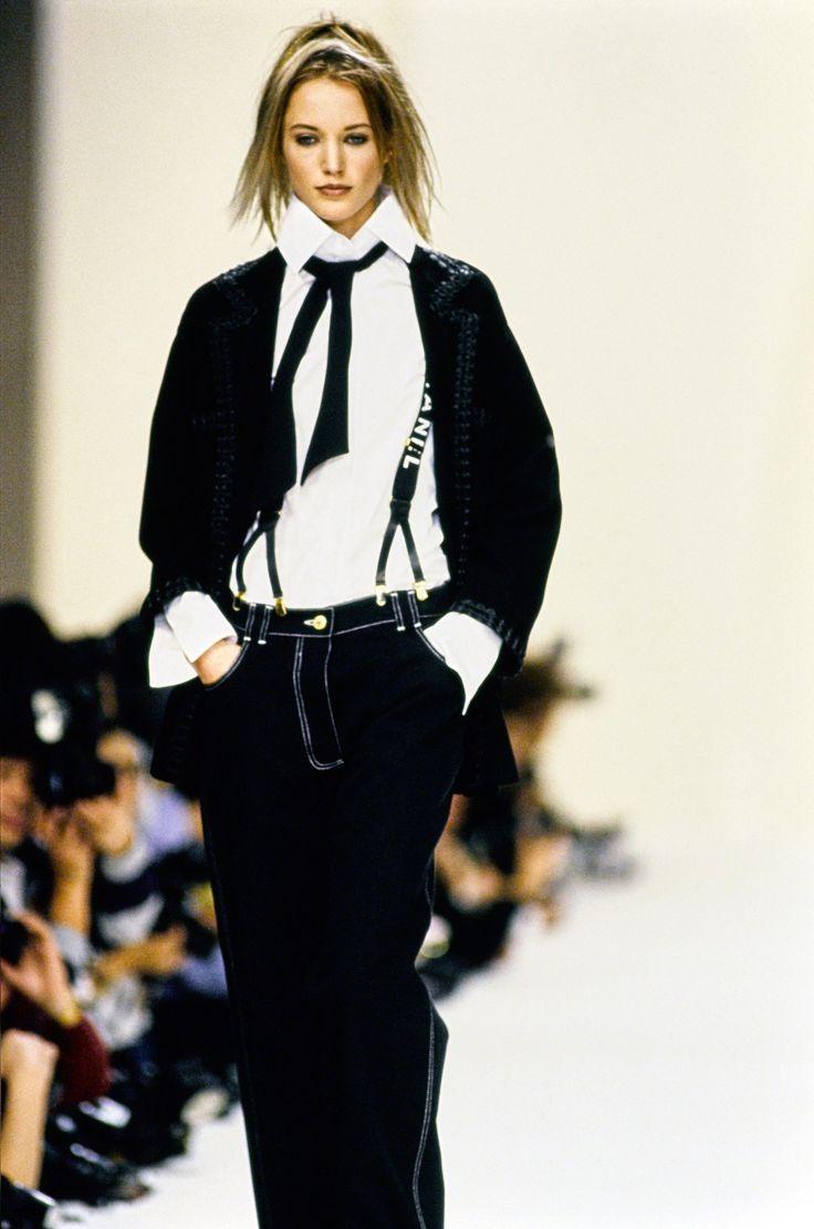 Chanel Spring 1994 Ready-to-Wear Fashion Show - Cecilia Chancellor